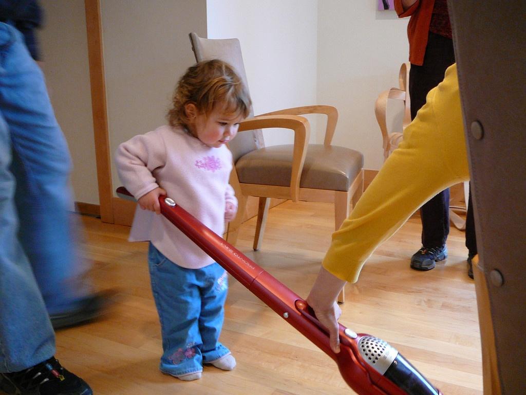 Djeca i kućanski poslovi idu zajedno :) Foto: Photopin